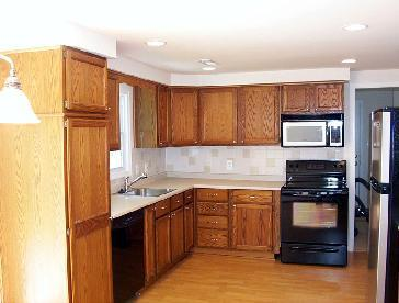 Local kitchen remodels pictures and photos for Local kitchen remodeling