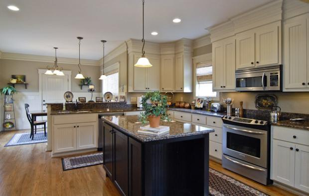 Transitional Kitchen In Greenville American Colonial