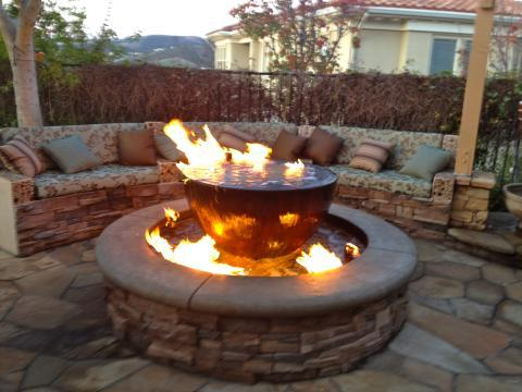 Transitional Patio with round above ground fire pit