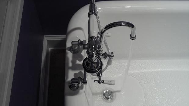 Average Cost To Install Or Replace A Kitchen Faucet HomeAdvisor - Price to install bathroom faucet