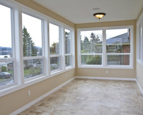 Transitional Sunroom with ceiling mount dome light