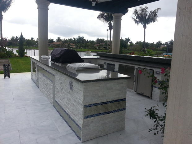 Contemporary Outdoor Kitchen In Hollywood Buestone Ledger Stone