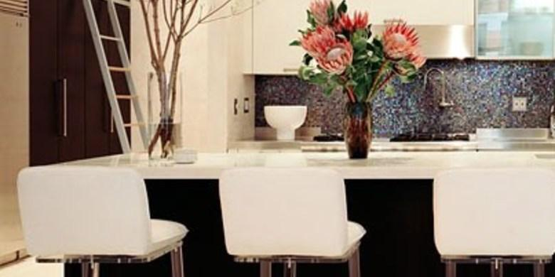 Contemporary Kitchen with white breakfast bar chairs with transparent legs
