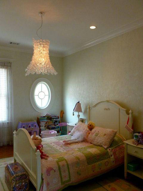 Traditional kids room in atlanta white bedframe white for Rooms to go kids atlanta