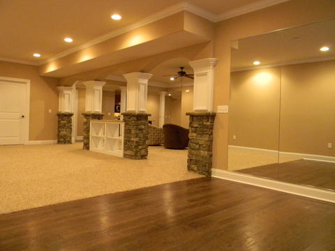 Traditional Basement with recessed ceiling lights