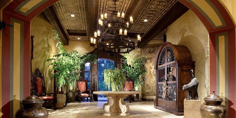 Mediterranean Entry with large old world style chandelier