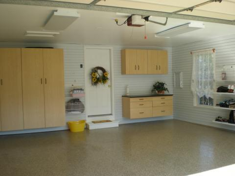 Casual / Comfortable Garage with white lace window covering