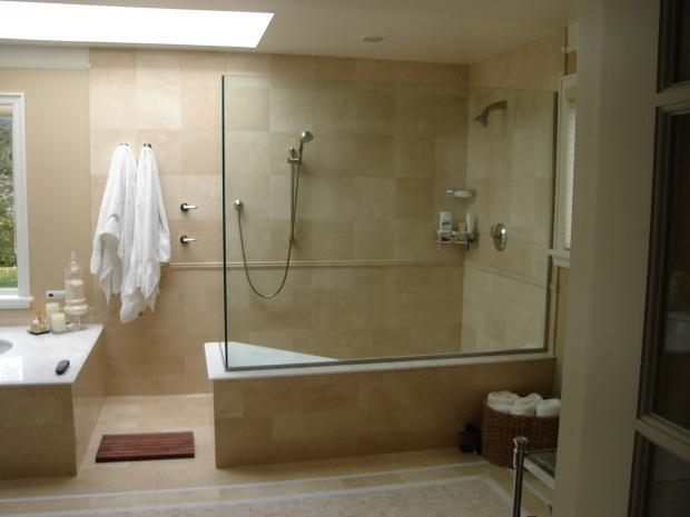 Traditional Master Bathroom with chrome sliding bar shower head