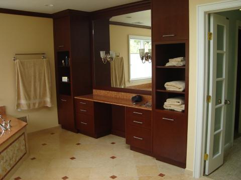 Traditional Master Bathroom with smooth front cabinet doors