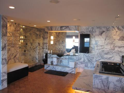 Modern Master Bathroom with white and gray marble tile wall covering