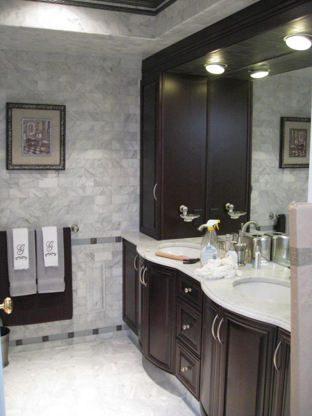 Traditional Master Bathroom with porcelain under mount sinks