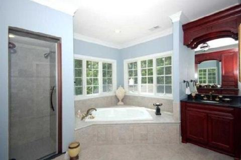 Traditional Master Bathroom with white crown moulding