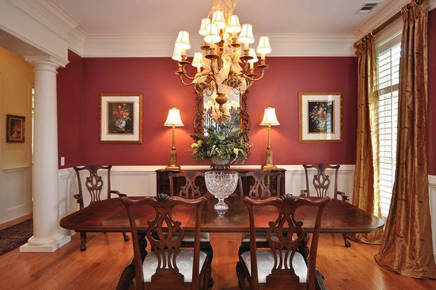 Traditional Dining Room With Dark Wood Dining Table And Chairs