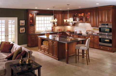Traditional Kitchen with large kitchen island with range