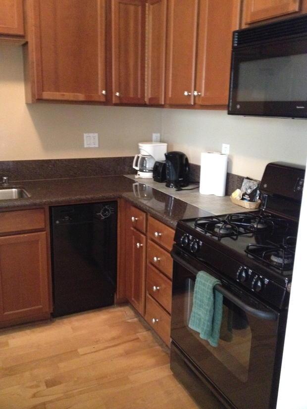 Casual comfortable kitchen in korean town granite for Korean style kitchen design