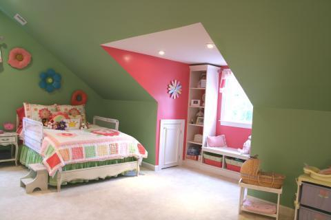 Garden Kids Room with pink and green bedding