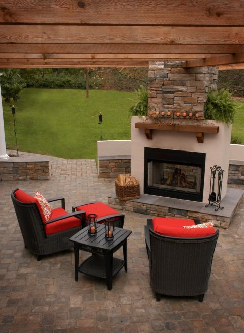 Traditional Patio with black square coffee table