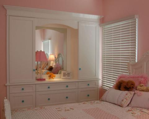Traditional Kids Room with table lamp with pink shade