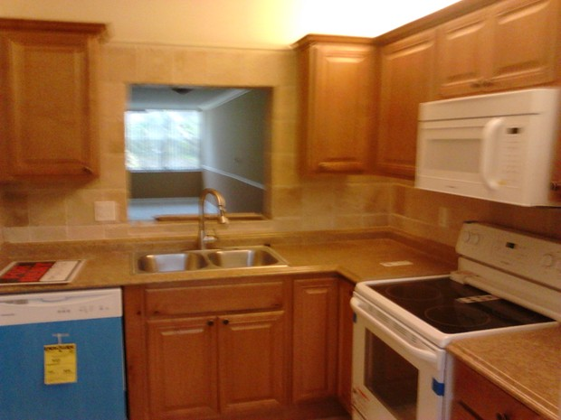 Traditional Kitchen In Pompano Beach White Appliances