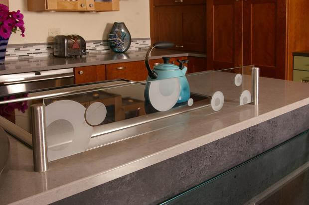 Contemporary Kitchen With Gl Splash Guard Behind Stove
