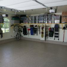 Casual / Comfortable Garage with shelf for plastic storage bins