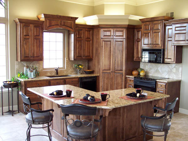 Traditional Kitchen In Overland Park Cabinet Crown Molding Granite Counter Top By R W