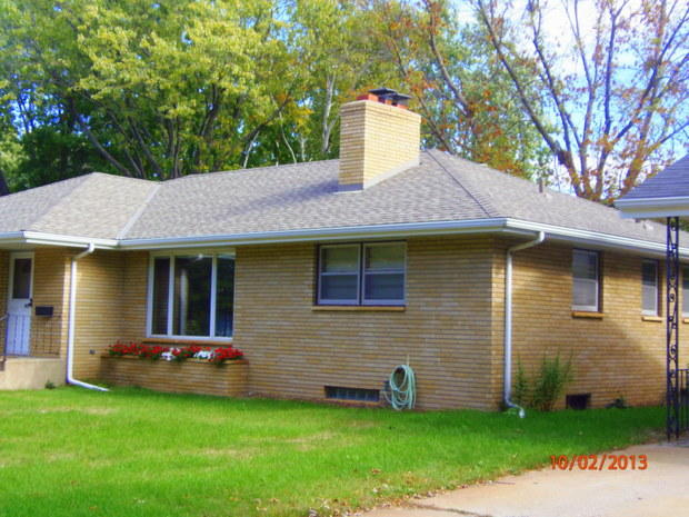 mid century modern home exterior with grey roof shingles - Mid Century Modern Home Exterior