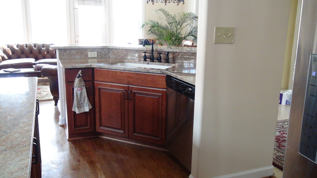Traditional kitchen in silver spring hardwood floor for Silver spring italian kitchen