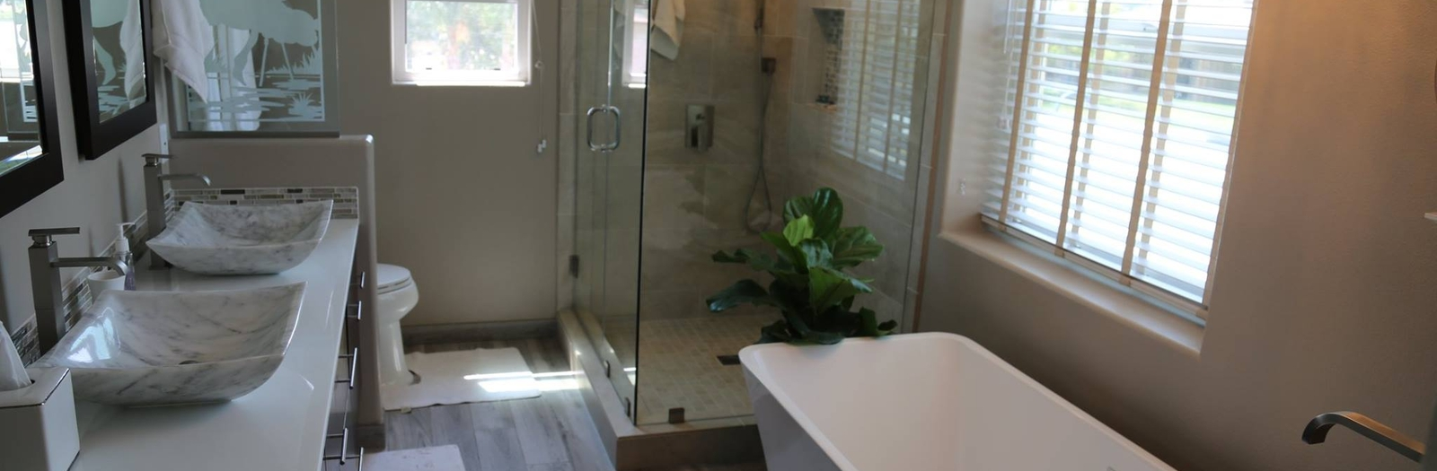 Modern Bathroom with frosted glass partition
