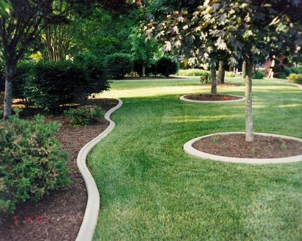 Traditional Landscape In Glade Hill Lawn Cement Garden