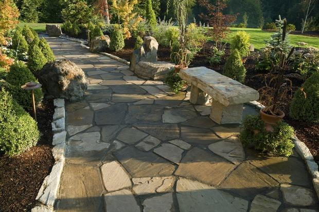 Transitional Walkway with flagstone pathway