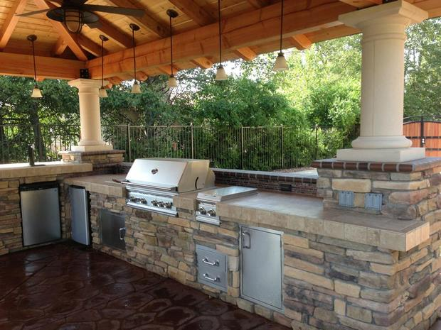 Southwestern Outdoor Kitchen In Beaumont Covered Patio