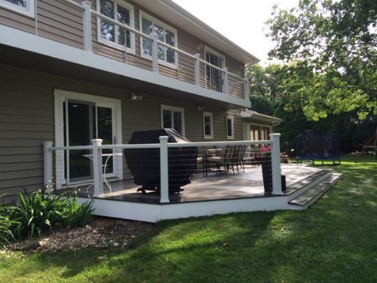 Traditional Deck In Cedar Falls White Guardrail Brown