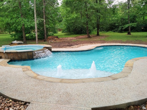 Casual Living Pools : Casual / Comfortable Pool in Conroe - river rock ...