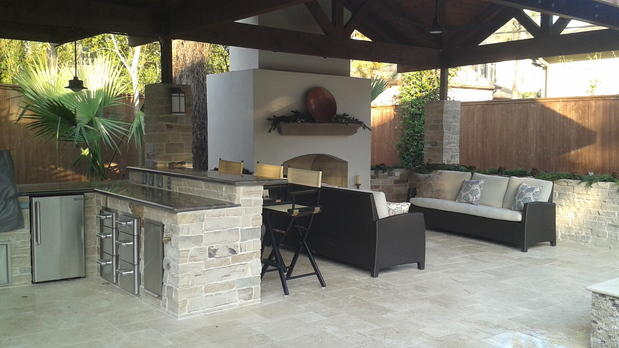 Transitional Outdoor Kitchen with dark wood furniture with ceram upholstered cushions