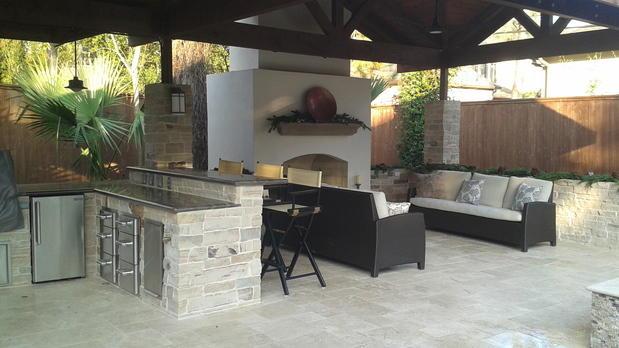Transitional outdoor kitchen in houston stainless steel for Outdoor kitchen designs houston texas