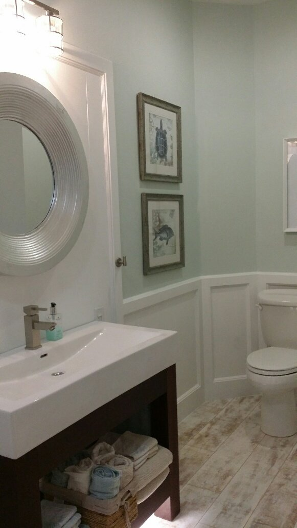 Cape Cod Bathroom In Haines City Circle Mirror