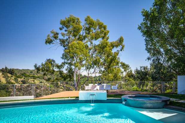 Contemporary pool in los angeles inground pool blue for Pool design los angeles