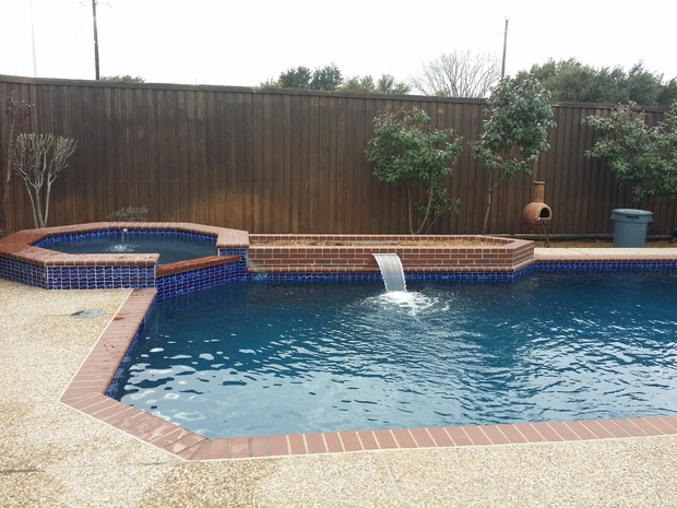 Traditional Pool In Dallas Raised Spa Pebbled Concrete Patio By America 39 S Swimming Pool Co