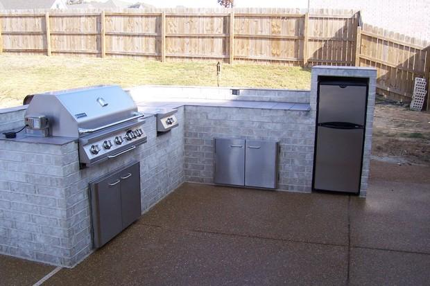 Modern Outdoor Kitchen In Memphis Exposed Aggregate