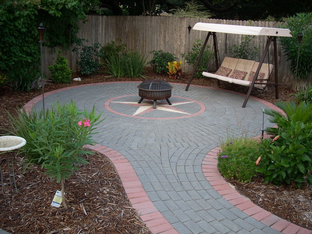 Traditional Patio In Leander Red Stone Paver Curbing