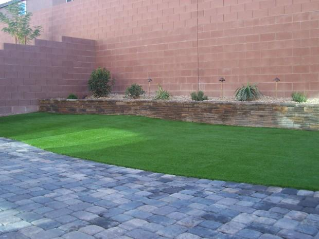 Eclectic landscape in las vegas exterior lights grass for Las vegas stone yards