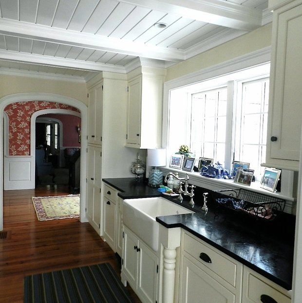 Cottage kitchen in alexandria coffered ceiling hardwood floor by anne o 39 connor interiors Kitchen design in alexandria egypt