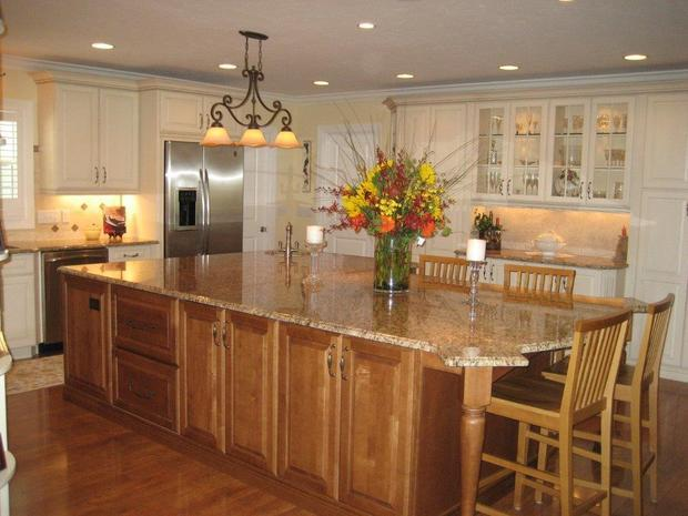 Transitional kitchen in franklin white crown molding for Carriage house kitchen cabinets