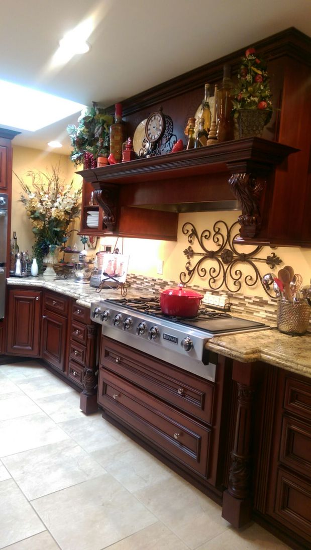 Casual Comfortable Kitchen In Upland Raised Panel