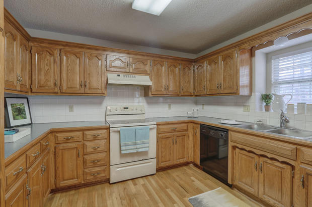 Traditional Kitchen In Overland Park Wod Valence White