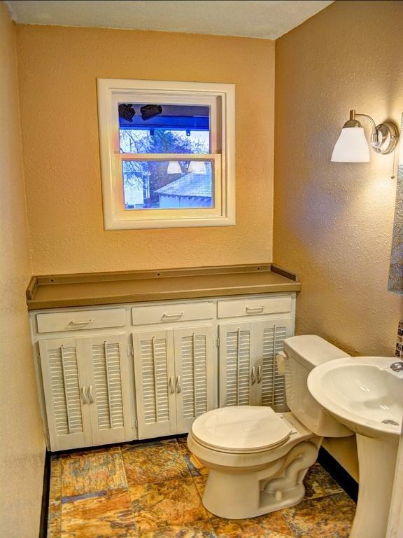 Traditional bathroom in spokane pedestal sink tile for Bath remodel spokane