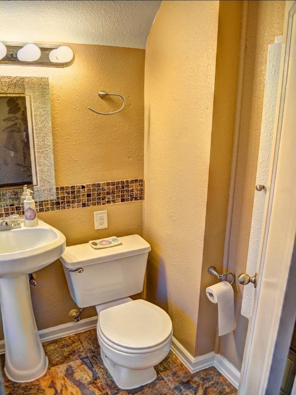 Traditional bathroom in spokane vanity light bar for Bath remodel spokane