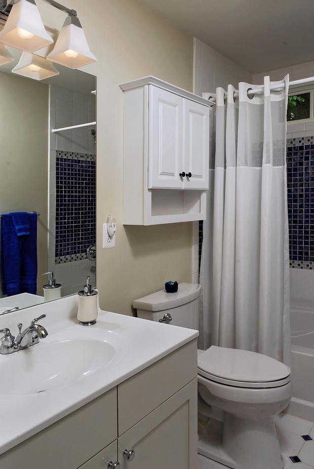 Cape Cod Bathroom In Fairfax Chrome Finish Faucet Wall