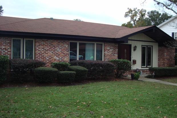 Mid century modern home exterior in jacksonville shrubs for Modern house jacksonville